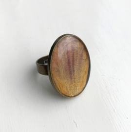Natural tulip oval ring