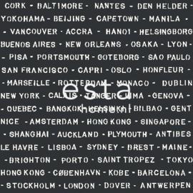 Esta Regatta Crew 136448 zwart wit steden behang