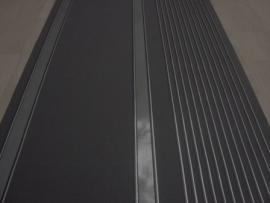 glans zwart streepjes behang 1