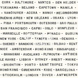 Esta Regatta Crew 136447 zwart wit steden behang