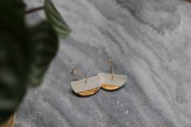 Halve cirkel porseleien oorbellen met 24 karaats gouden luster