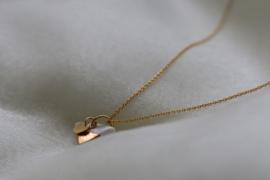 Driehoekige porseleinen keramiek hanger met 24 karaats gouden glans en 24 karaats vergulde zilveren ketting