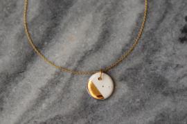 Porseleinen keramiek hanger met 24 karaats gouden luster en een 24 karaats vergulde zilveren montage ring