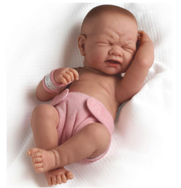 La newborn Real girl