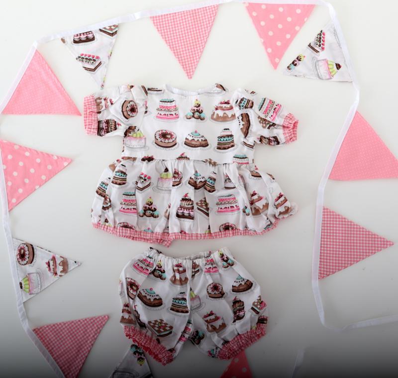 Verjaardag setje jurkje, broekje en een vlaggenlijn