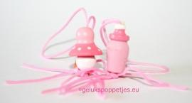 Roze speentjes en flesjes gelukshanger