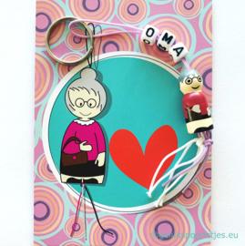 Oma gelukspoppetjes kaartje met oma gelukspoppetje sleutelhanger