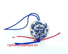 Delfts blauwe bloem gelukshangertje