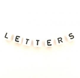 Vierkante letterkralen