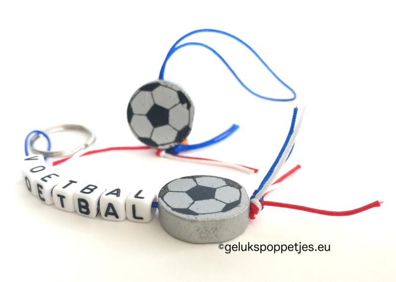 Zilverkleurige geluksvoetbal of sleutelhanger