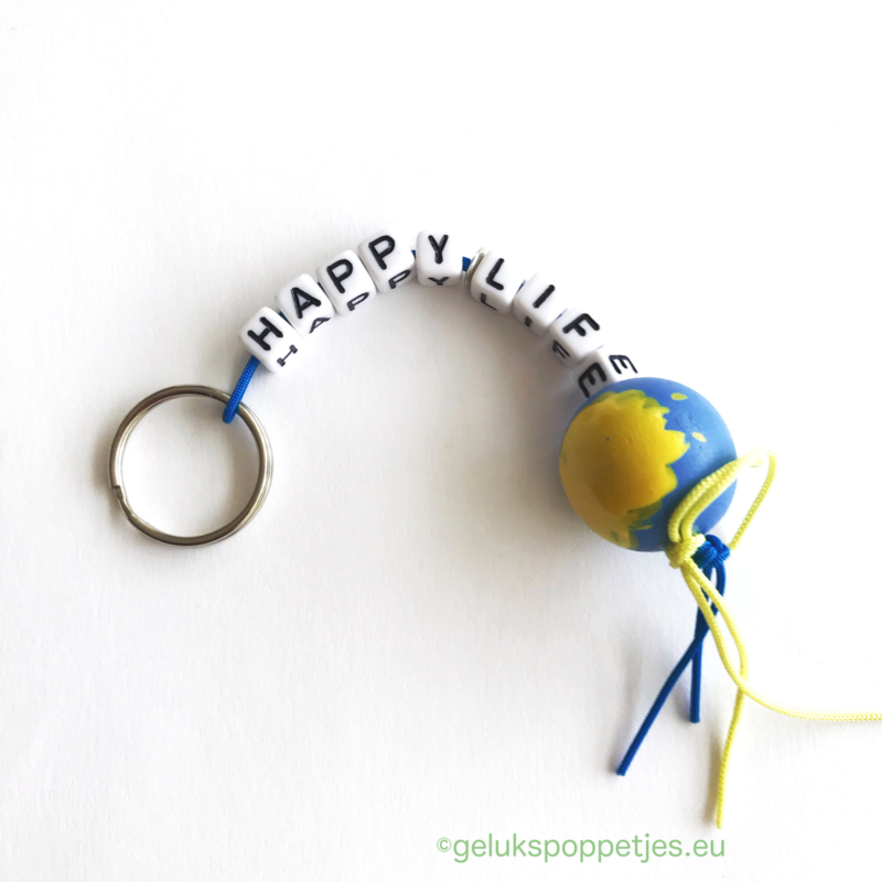 Happy life gelukspoppetjes sleutelhanger met wereldbol