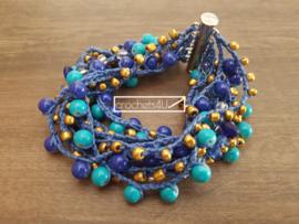 Blauwe gehaakte armband met kralen en magneetsluiting boho stijl