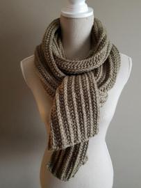 Gratis haakpatroon sjaal met reliëf halve stokjes