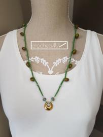 Groene gehaakte halsketting met glaskralen