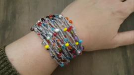 Kleurrijke gehaakte armband met kralen en magneetsluiting boho stijl