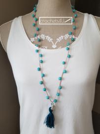 Gehaakte halsketting met turquoise keramiek kralen, antiek zilveren schelp en kwastje