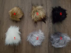 Pompon in namaakbont - 10 cm