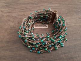 Gehaakte armband met kralen en koperen magneetsluiting