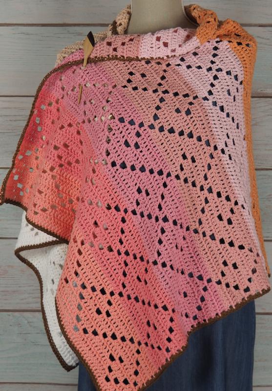 Gehaakte sjaal Cecina (geometrische motieven)