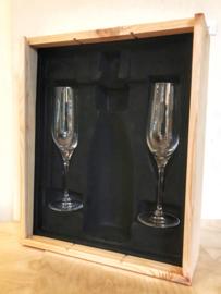 Luxe houten kist, interieur, 2 Champagneglazen