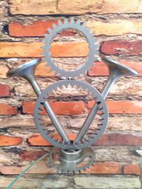 V8 Power logo, 25cm hoog