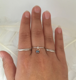 Bangle-ring parel donker