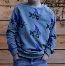 Daphne Vos - Sweater  Goudvis Haai met gekleurde vin maat 134