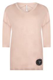 Zoso 202 Patty V-neck top with print at the back