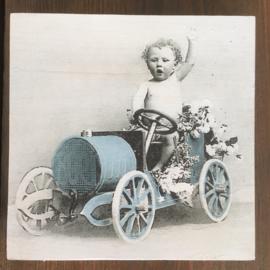 """Houten """"schilderijtje"""" jongen in auto"""