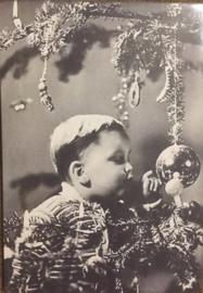 Nostalgisch kerstbordje K70 Jongetje met kerstbal