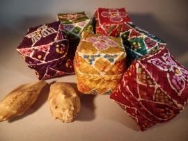 Gevlochten doosjes met decoratie per 5 stuks
