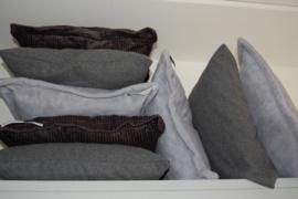 kussens in grijstinten