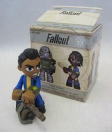 Fallout - Funko Mystery Mini Vinyl Figure - Vault Dweller w/ Gun