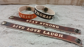 Grote Letters, Gekleurde Armbanden