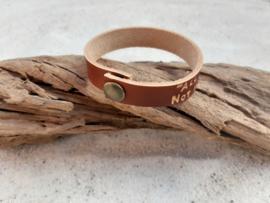 Armband met kleine letters, kleur bruin