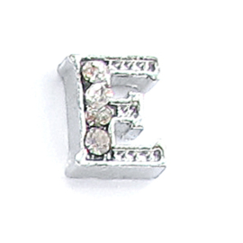 letter E, charm voor in het medaillon