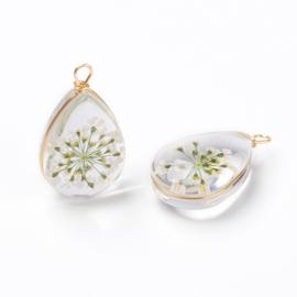 Hanger met witte bloemen
