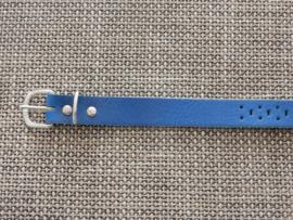 Lederen riem 2 cm met gaatjes blauw