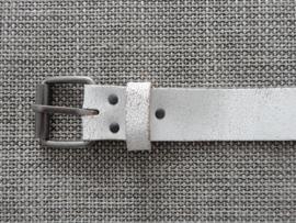 Lederen riem 4 cm gebroken wit.
