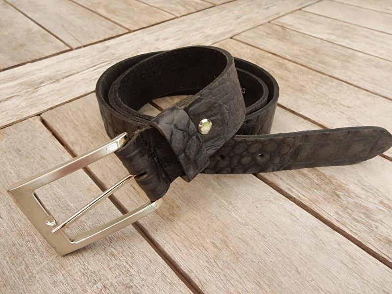 Lederen riem 4 cm zwart/grijs met print