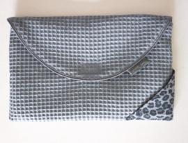 Luierenvelop -Oud blauw wafel, grijs panter