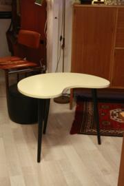 Niervormig bijzet-/ salontafel
