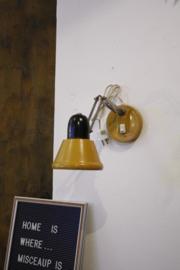 Okergele wandlamp / bureaulamp