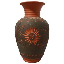 Terracotta vaas 'Handarbeit 1/30'