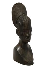 Houten vrouwenbeeld 'Mbamba'