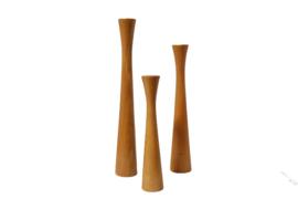 Set van drie houten kandelaars