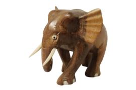 Teakhouten olifantje met slagtanden