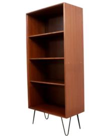 """Hoge boekenkast - Formule meubelen """"Aperloo"""""""