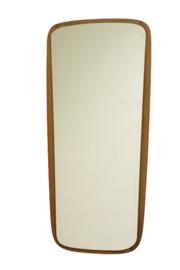 Spiegel met houten rand