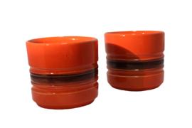 Oranje bloempot (2 stuks aanwezig)